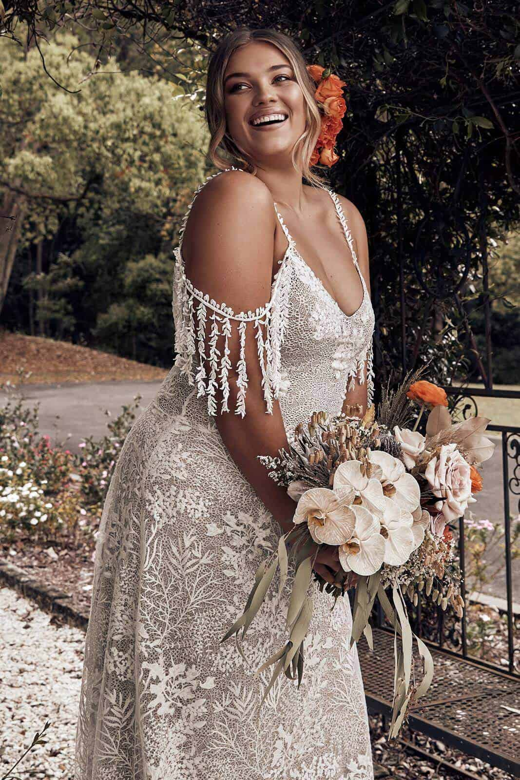 Elopement Wedding Dress for Curvy Brides Lace Embroided Texture Dress Intimate Wedding Dress Romantic Grace Loves Lace Sol (1)