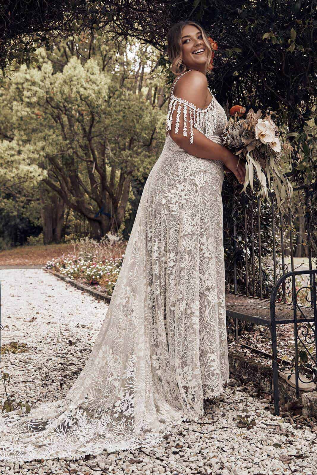 Elopement Wedding Dress for Curvy Brides Lace Embroided Texture Dress Intimate Wedding Dress Romantic Grace Loves Lace Sol 2 (1)