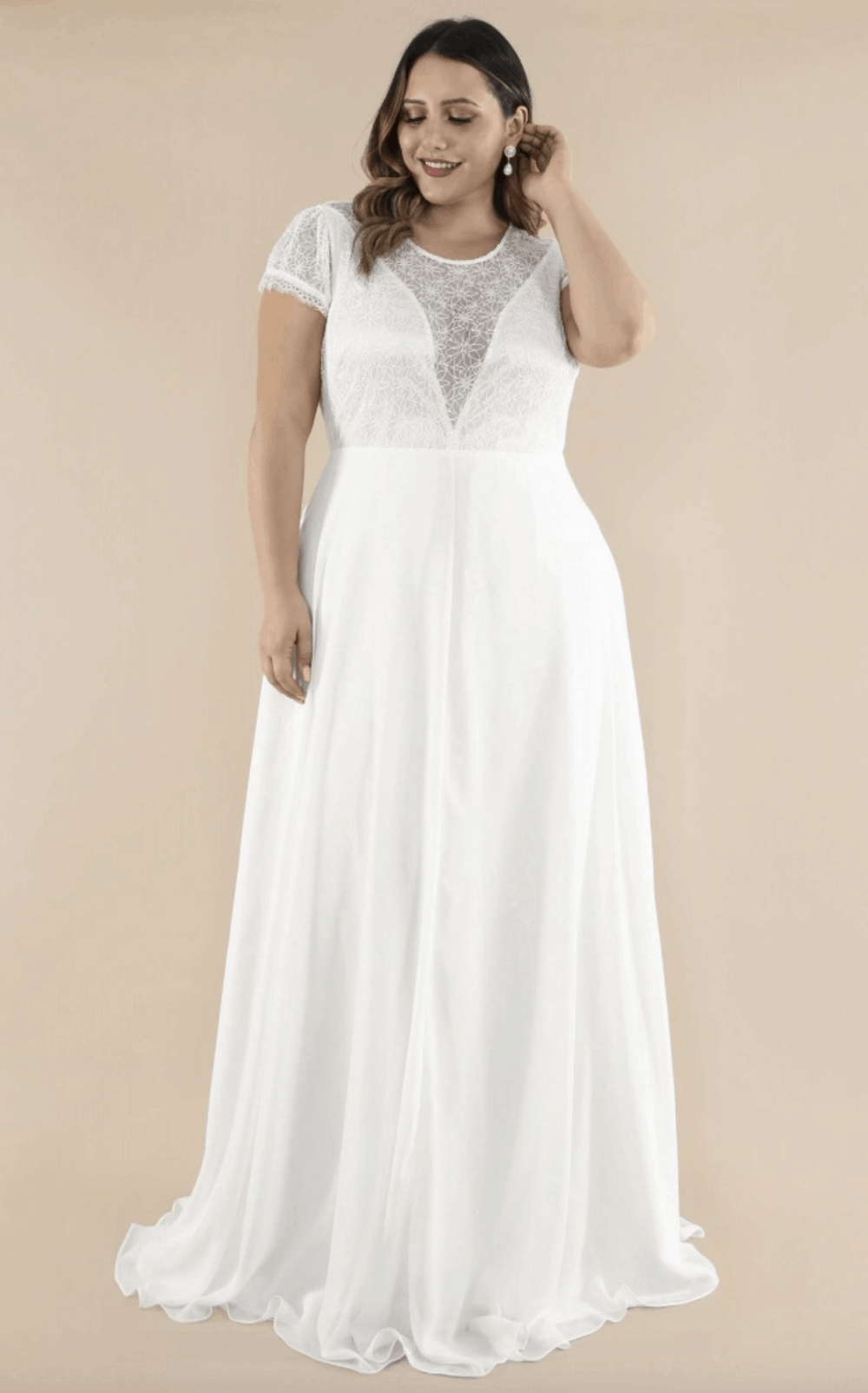 Plus Size Bridal Gowns and Wedding Dresses Perfect for Curvy Brides Lace Bodice