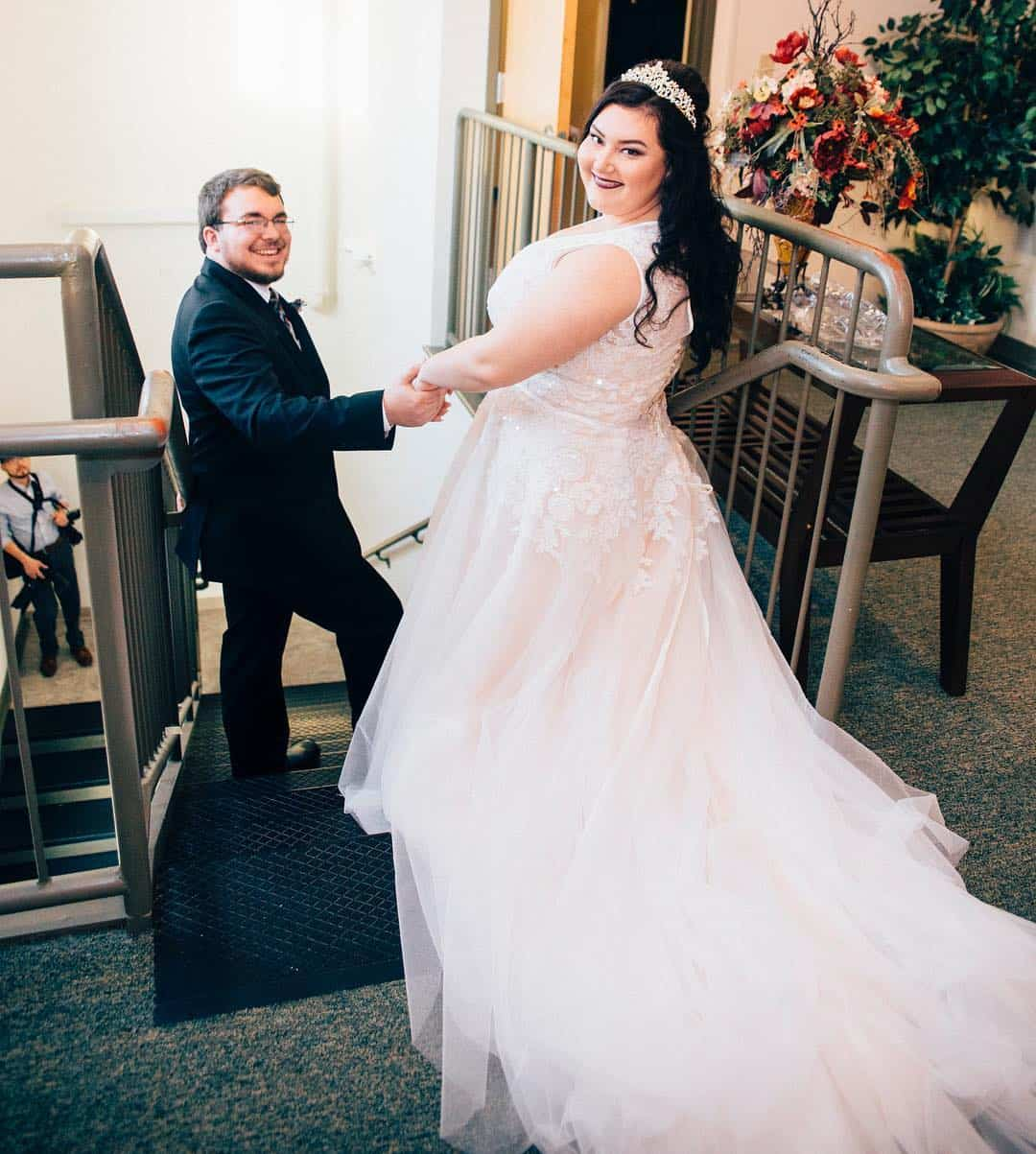 Plus Size Wedding Dresses and Bridal Gowns Perfect for Curvy Brides A-Line Court Train Tulle And Lace Wedding Dress 2